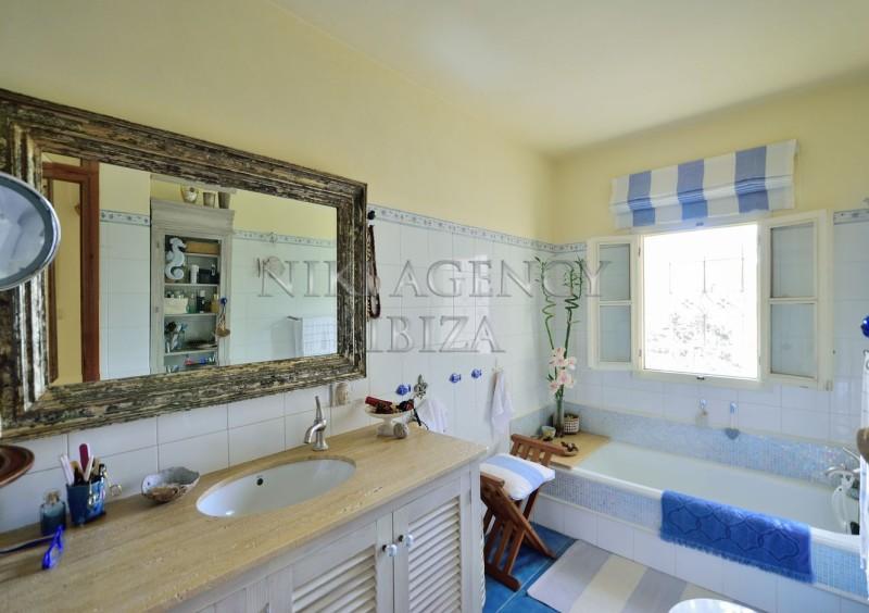 Villa in Benimussa, Ibiza, with 4 dormitorios-CVE50915