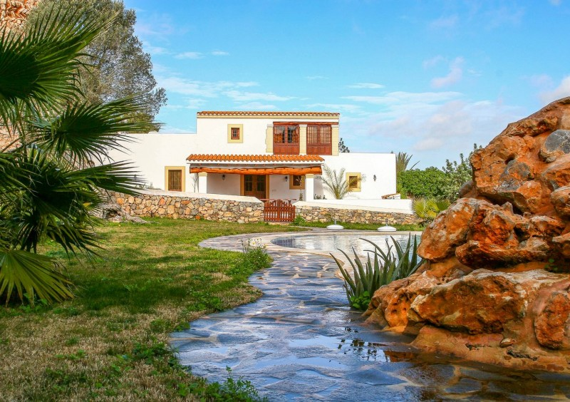 Finca close to Ibiza with 4 bedrooms-CVE51542
