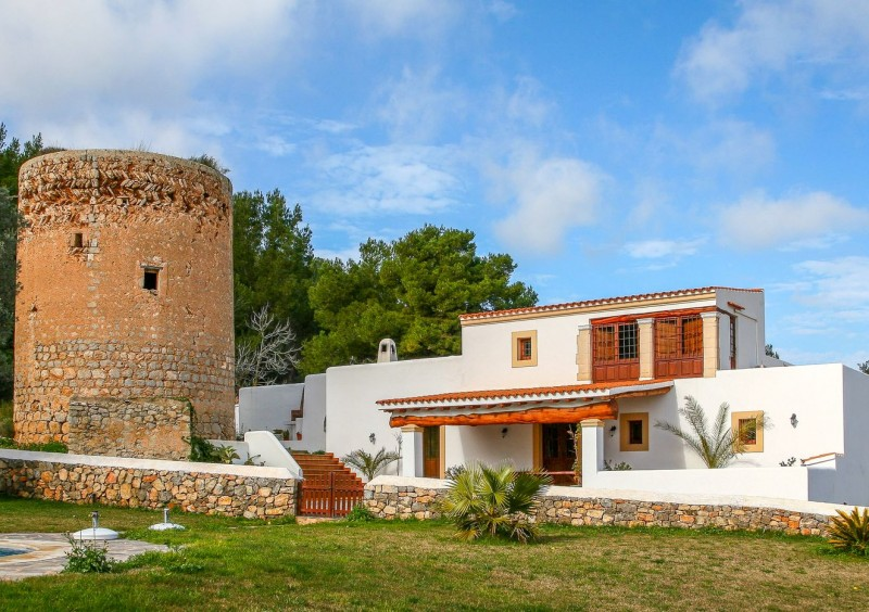 Finca close to Ibiza with 4 bedrooms-CVE51543