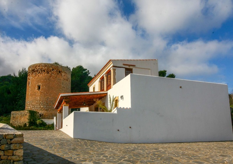 Finca close to Ibiza with 4 bedrooms-CVE51544