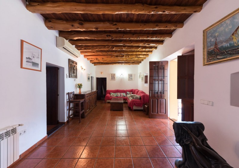 Finca close to Ibiza with 4 bedrooms-CVE51550