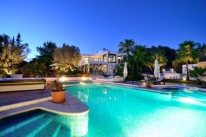 Amplia villa estilo mediterrraneo en Santa Eulalia
