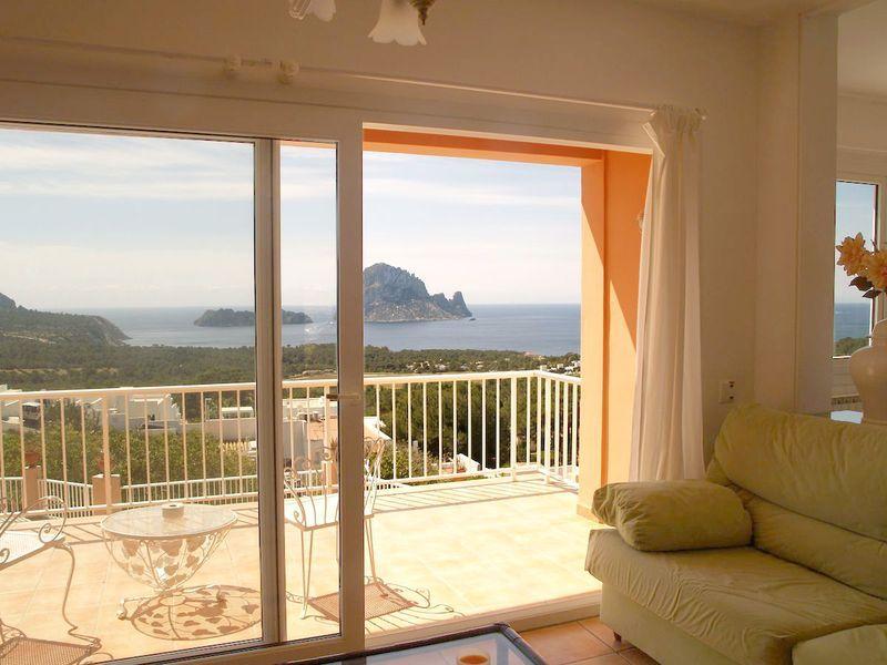 Charmante Villa in der Nähe von Cala Carbo zu verkaufen › Niki ...