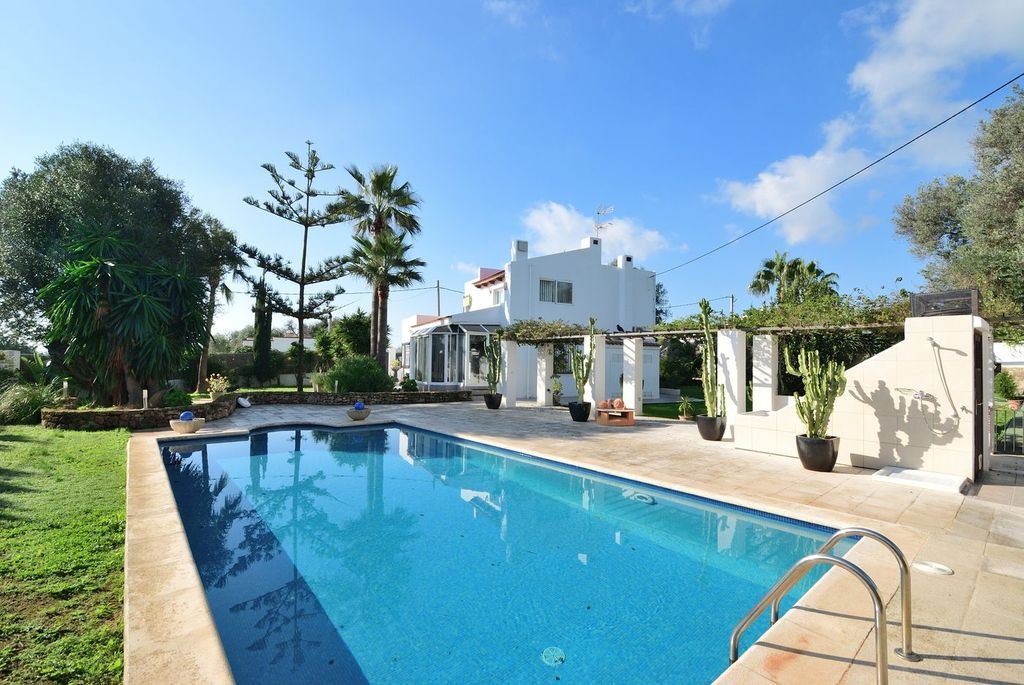 Detached house close to Ibiza city-CVE01141