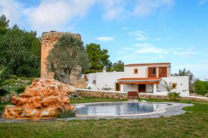 Finca close to Ibiza with 4 bedrooms