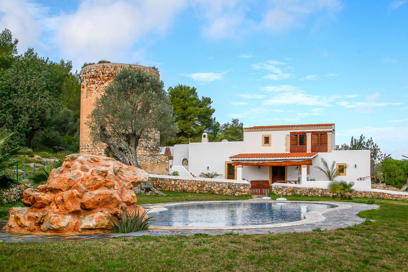 Finca close to Ibiza with 4 bedrooms-CVE51541