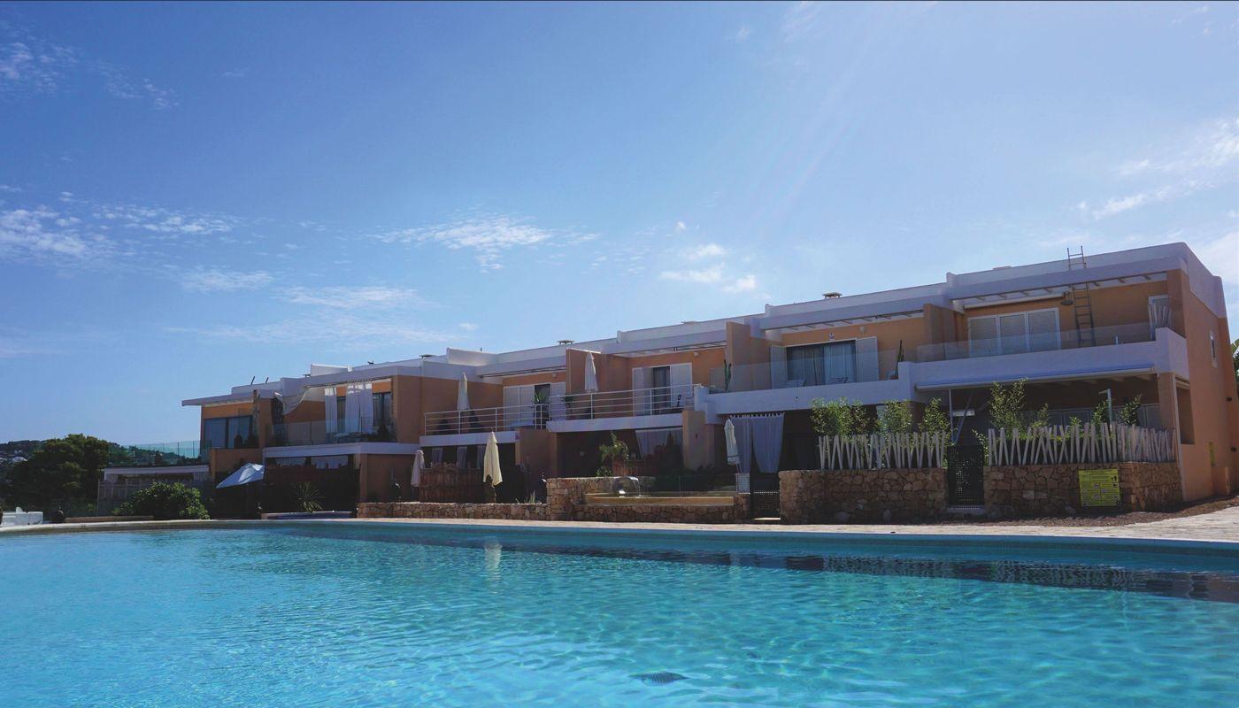 Terraced house in Cala Tarida with 3 bedrooms-CVE01001